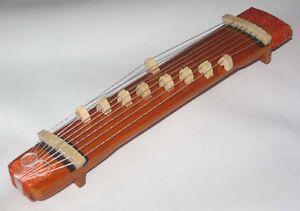 Japanese-Doll-Miniature-KOTO-Harp-Hina-Ningyo-display-1