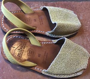 Chaussures sandales Style Minorquines fille Mibo T 28 en cuir bon état