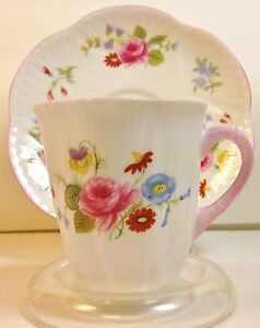 SHELLEY-DAINTY-DEMITASSE-CUP-amp-SAUCER-Rose-amp-Red-Daisy-Pattern-No-13425