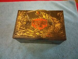 ANTIQUE-TIN-FISHING-TACKLE-BOX-WITH-GRAPHICS-LITHO-CHILD-039-S-TOY