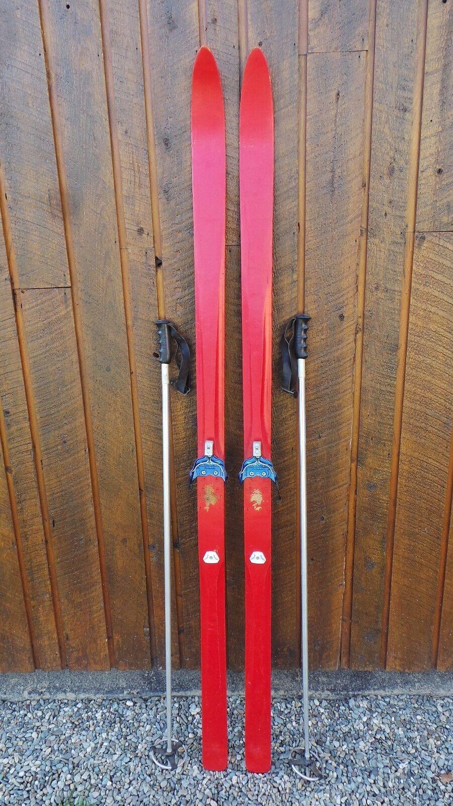 VINTAGE Wooden 77  Skis Has  Metal Bindings In  Very Good Condition  just buy it