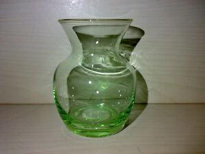 Huebsche-Kleine-Gruene-Vase-Small-Green-Glass-Vase-Glasvase-H-7-8-cm-LOOK-gt