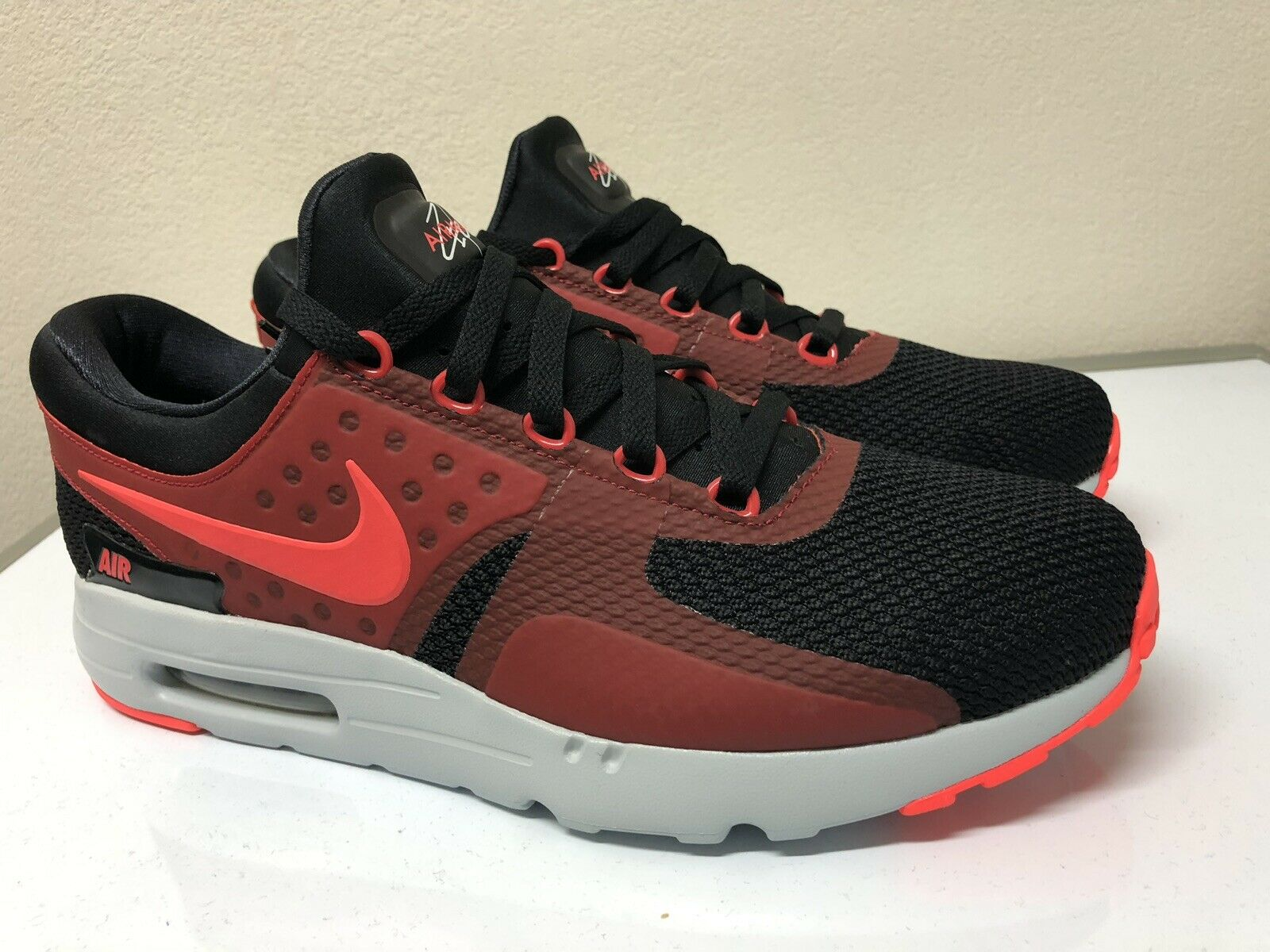 NEW Nike Air Max Zero Essential Black Red Running shoes Men Size 11.5 876070-600