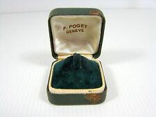 Boîte bague cuir vert intérieur velours vert, signée P. Poget Genève