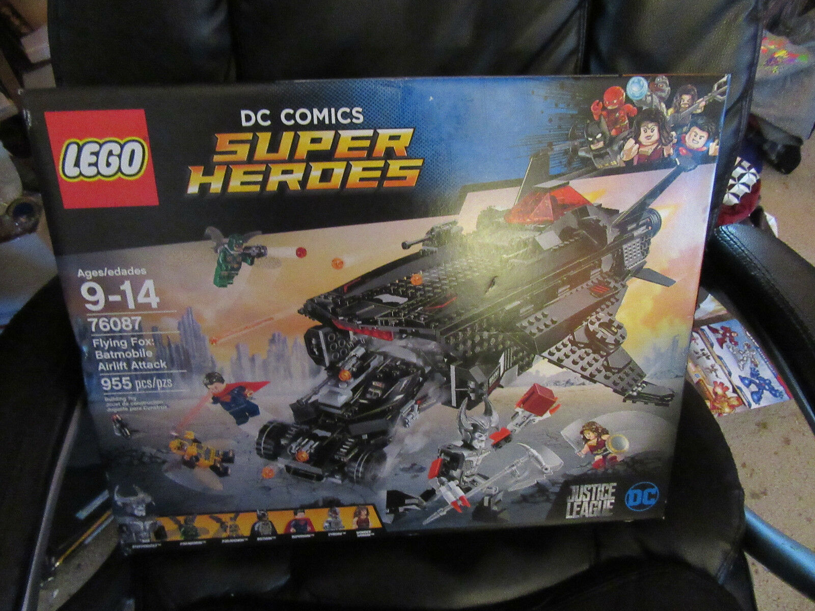 LEGO DC Super Heroes Flying Fox: Batmobile Airlift 76087 955 Pieces  7 minis NEW
