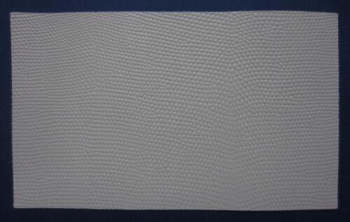 1 MORCEAU CUIR VACHETTE NAPPA GRAIN REPTILE BLANC CASSE 25.00x15.00 cm 1° CHOIX