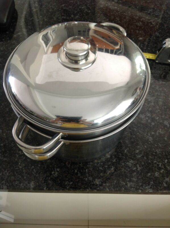 Pasta pot set of three pieces. Stainless  steel.