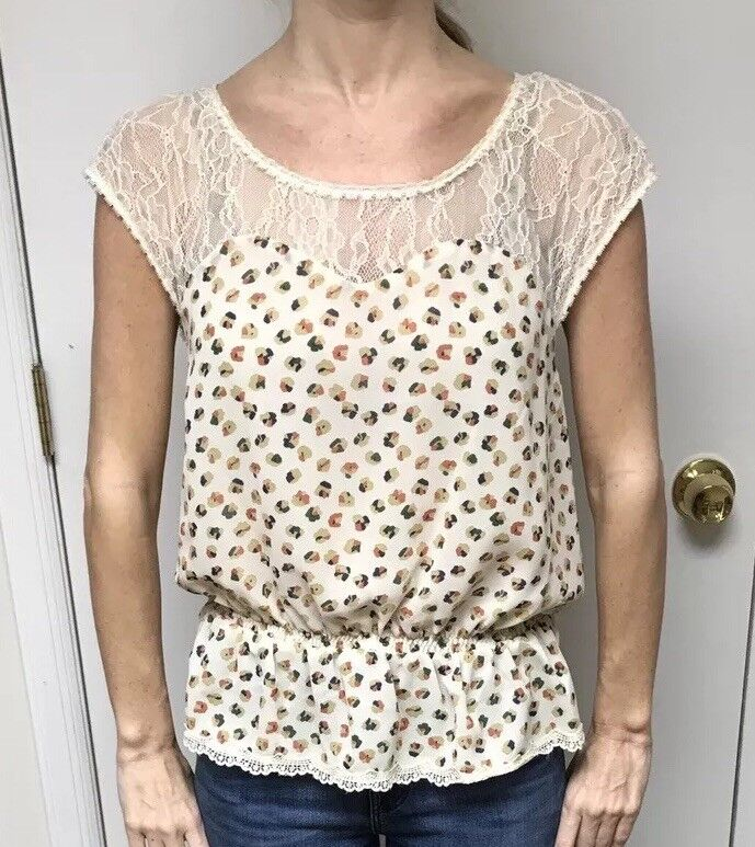 Avaleigh Lace Yoke Printed Top Size Small
