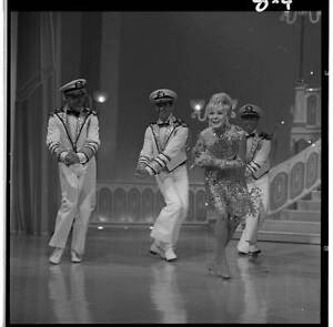 ALICE FAYE WITH DANCERS The Hollywood Palace 1967 OLD TV PHOTO 10