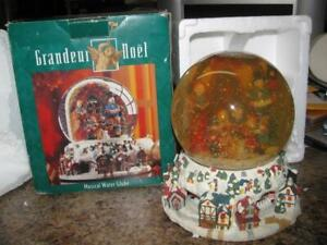 Grandeur-Noel-Carol-Musical-Water-Snow-Globe-God-Rest-You-Merry-Gentlemen