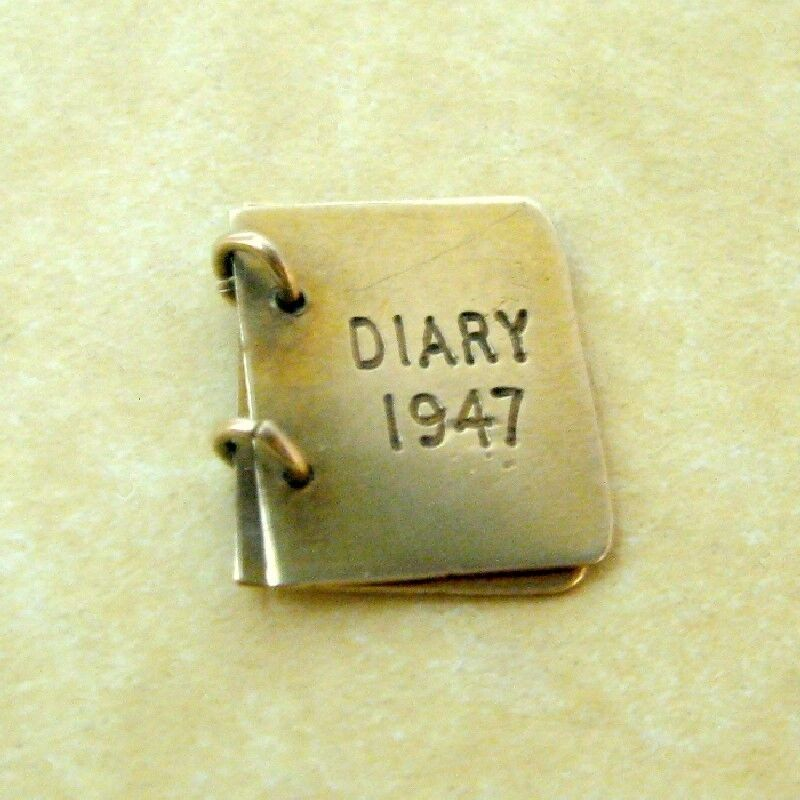 Vintage English 9ct Yellow Gold 1947 Diary Bookle… - image 2