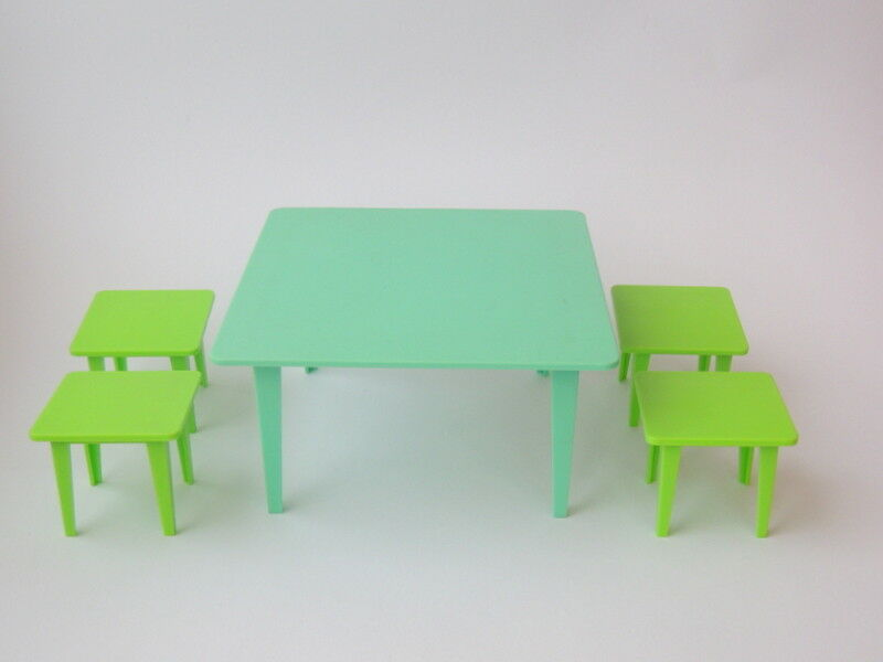 Russian USSR Vintage Miniature Plastic  giocattolo bambolahouse Set Furniture Table& Sstrumentos  prezzi bassissimi