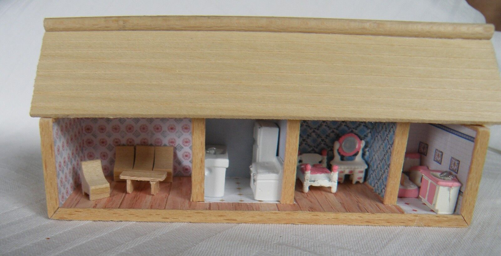 Puppenstube mit Möbel und Beleuchtung  1:144, Miniatur  Unikat