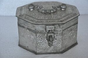 Old-Brass-Nickel-Plated-floral-Embossed-Octagonal-5-Compartment-Betel-Nut-Box