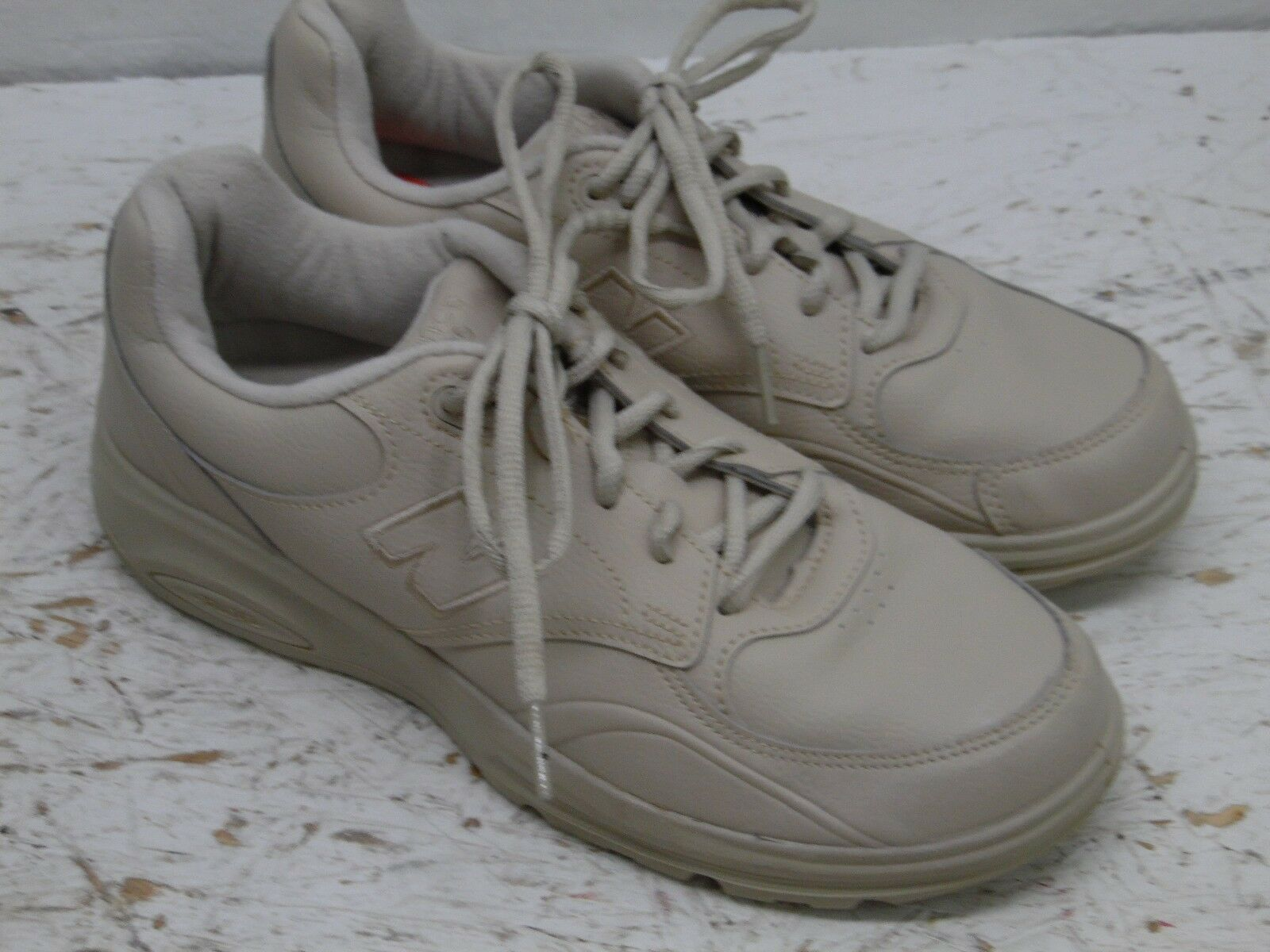 online retailer 00841 72d3b ... New Balance 812 Tan Comfort Walking Walking Walking Sneakers Shoes  Men s Size 7- EUC fb4ee2 ...