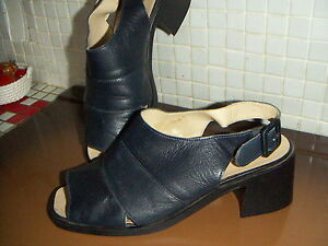 CHAUSSURES-OUVERTE-Marque-CARLA-SELVONE-TAILLE-39
