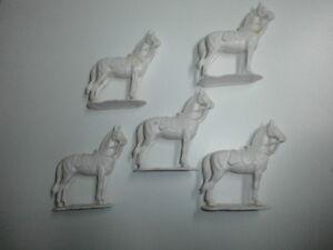Konvolut-5-alte-Elastolin-Kunststoff-Figuren-Militaer-Pferde-Rohlinge-zu-7-5cm