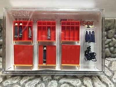 6 montierte Preiser 17708 Feuerwehrspinde H0
