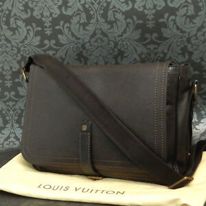 28cc8a5863 Image is loading Rise-on-LOUIS-VUITTON-Utah-Leather-Omaha-Brown-