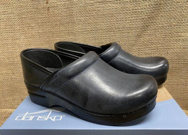 dansko casual shoes