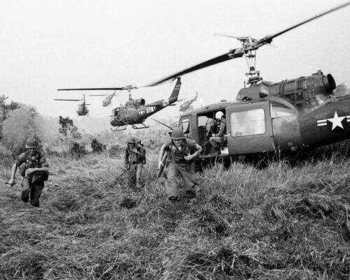 B&W Photo  US Army UH-1 Huey Helo Insertion  Vietnam War  /5210