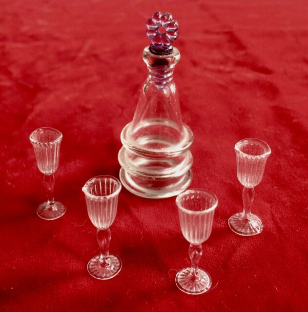 Dollhouse Miniature Clear Glass Wine Decanter with Removable Stopper