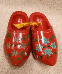 Vintage-1950s-pair-of-miniature-red-wooden-shoes-with-hand-painted-floral-design