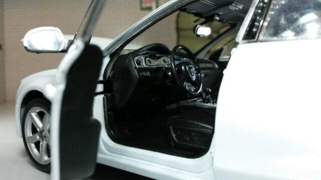 Livraison rapide audi a4 Blanc//White Welly Modèle Auto 1:24 NOUVEAU /& NEUF dans sa boîte 512