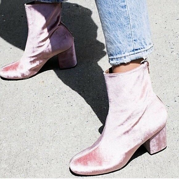 NWT Size 8/38 Free People Cecile Velvet Ankle Boot Light Pink