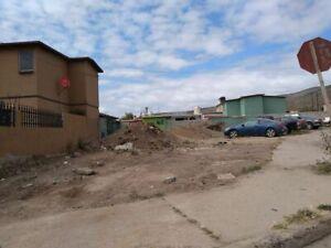 Terreno en Esquina en Valle Dorado