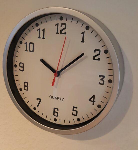 100% QualitäT Neu Schöne Wanduhr Küchenuhr Uhr 23 Cm Durchmesser Sonderpreis Silber Online Rabatt
