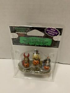 Lemax Spooky Town Trick Or Dog Treats 12887 Halloween Village Dogs Puppy Cute