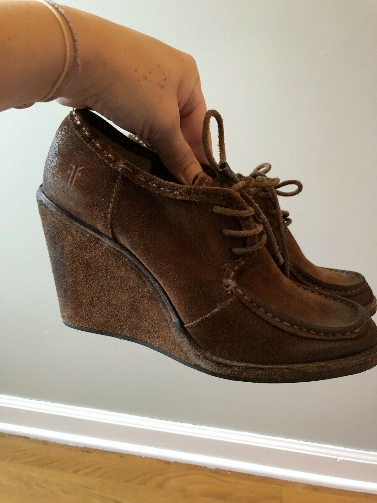 Frye Caroline Lace Up-Charcoal Braun Suede wedge Ankle Booties Größe 9