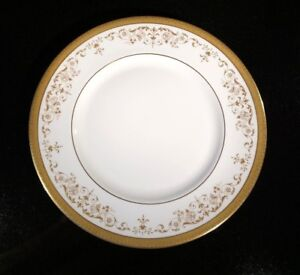 A-Beautiful-Royal-Doulton-Belmont-Dinner-Plate