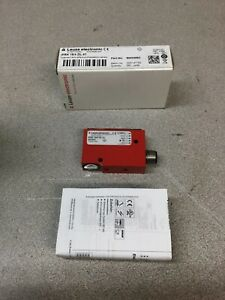 Leuze 50104700 polarized retro-reflective photoelectric sensor new in open box