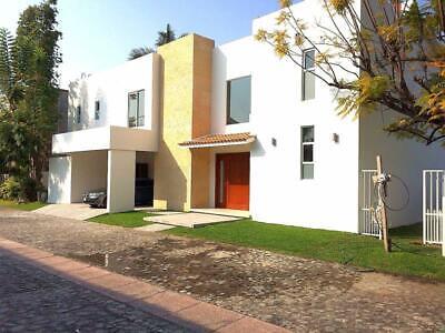 Casa en Venta en Exclusivo Fraccionamiento con Bello Lago en Jiuitepec Morelos, Amplia y Preciosa