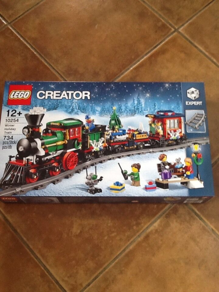 LEGO 10254 Christmas Winter Holiday Train 2016 Brand New Sealed Set.