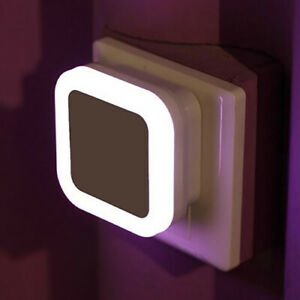 220V-LED-Night-Light-with-Auto-Dusk-to-Dawn-Sensor-Plug-In-Wall-Square-Light