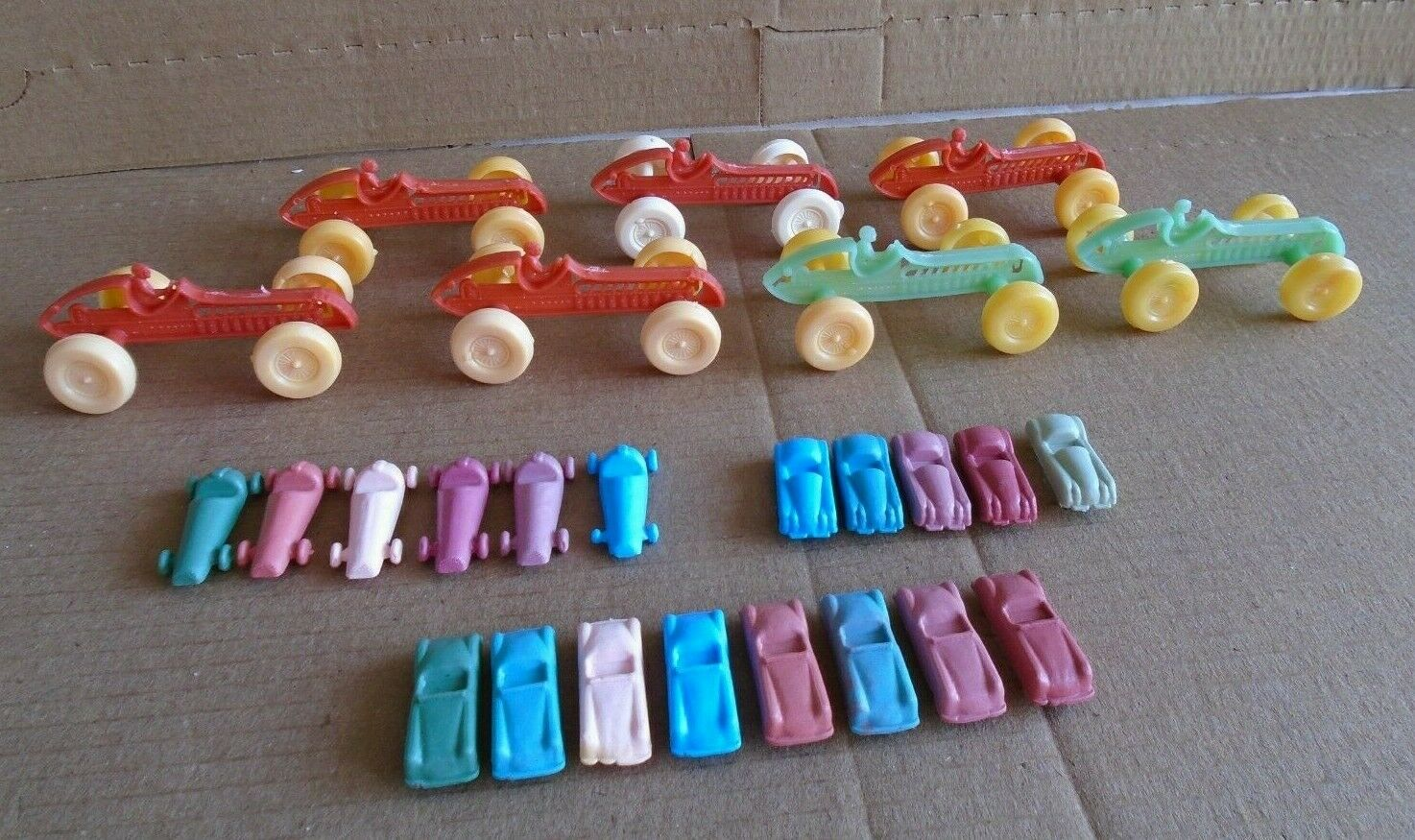 Very Rare LOT 26 vintages plastic car toys formula 1, Made in Venezuela