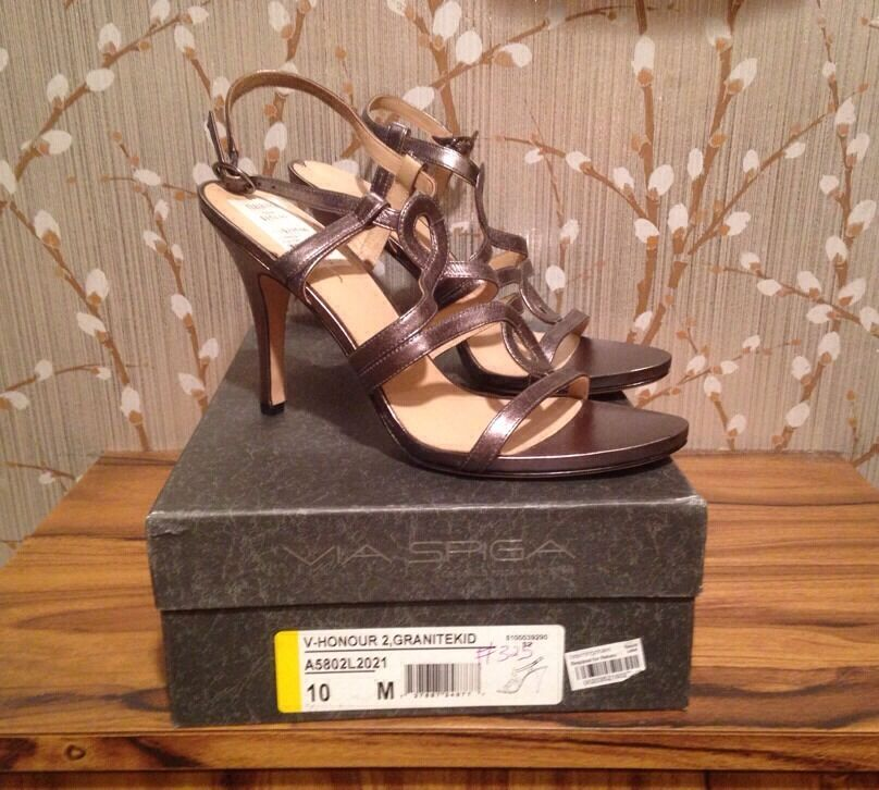 225 Via Spiga Silver Pewter V Honour 2 Strappy High Heel Schuhes Sz 10M SHO0274