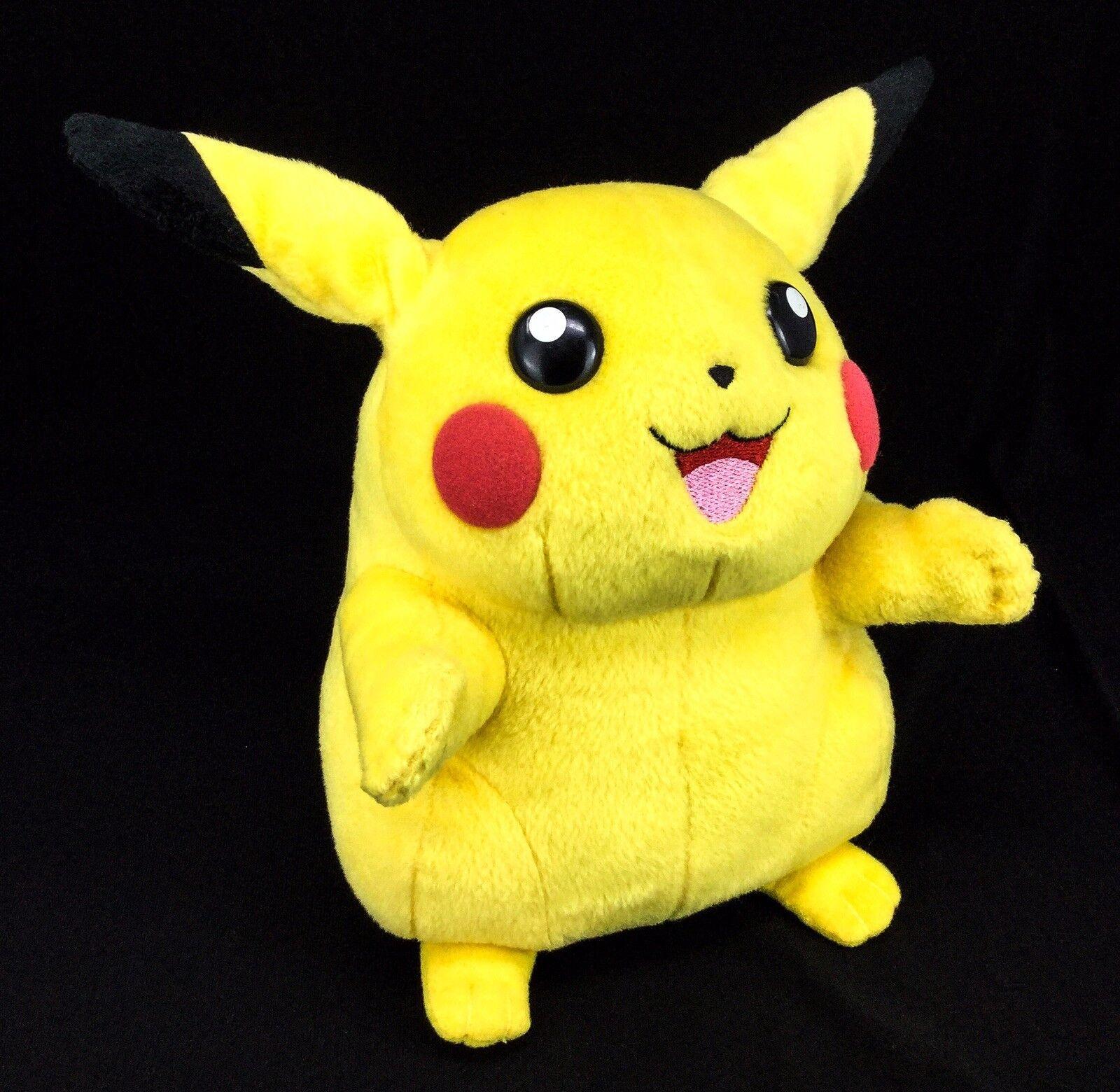 2005 Hasbro Pokemon Battle-Ready Pikachu Pikachu Electronic Lights & Sounds Plush Toy