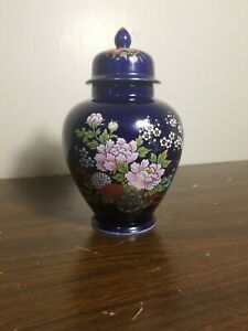 Japanese-Imperial-Kutani-Style-8-034-Cobalt-Blue-Vase-Urn-Flowers-amp-Wagon-Gold