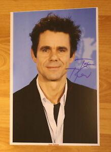 ORIGINAL-Autogramm-von-Tom-Tykwer-pers-gesammelt-20x30-Foto-100-ECHT