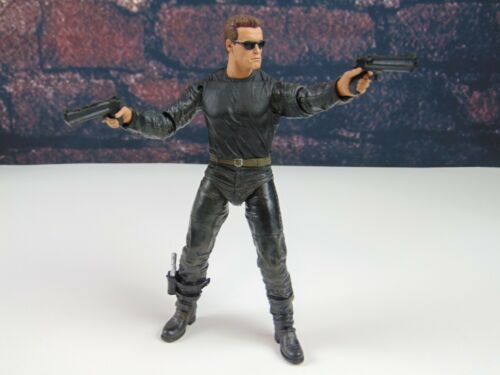 Custom Weapons 1:12 scale 6 in environ 15.24 cm Figure MP5 Big Desert Eagle Arsenal Pack NEUF