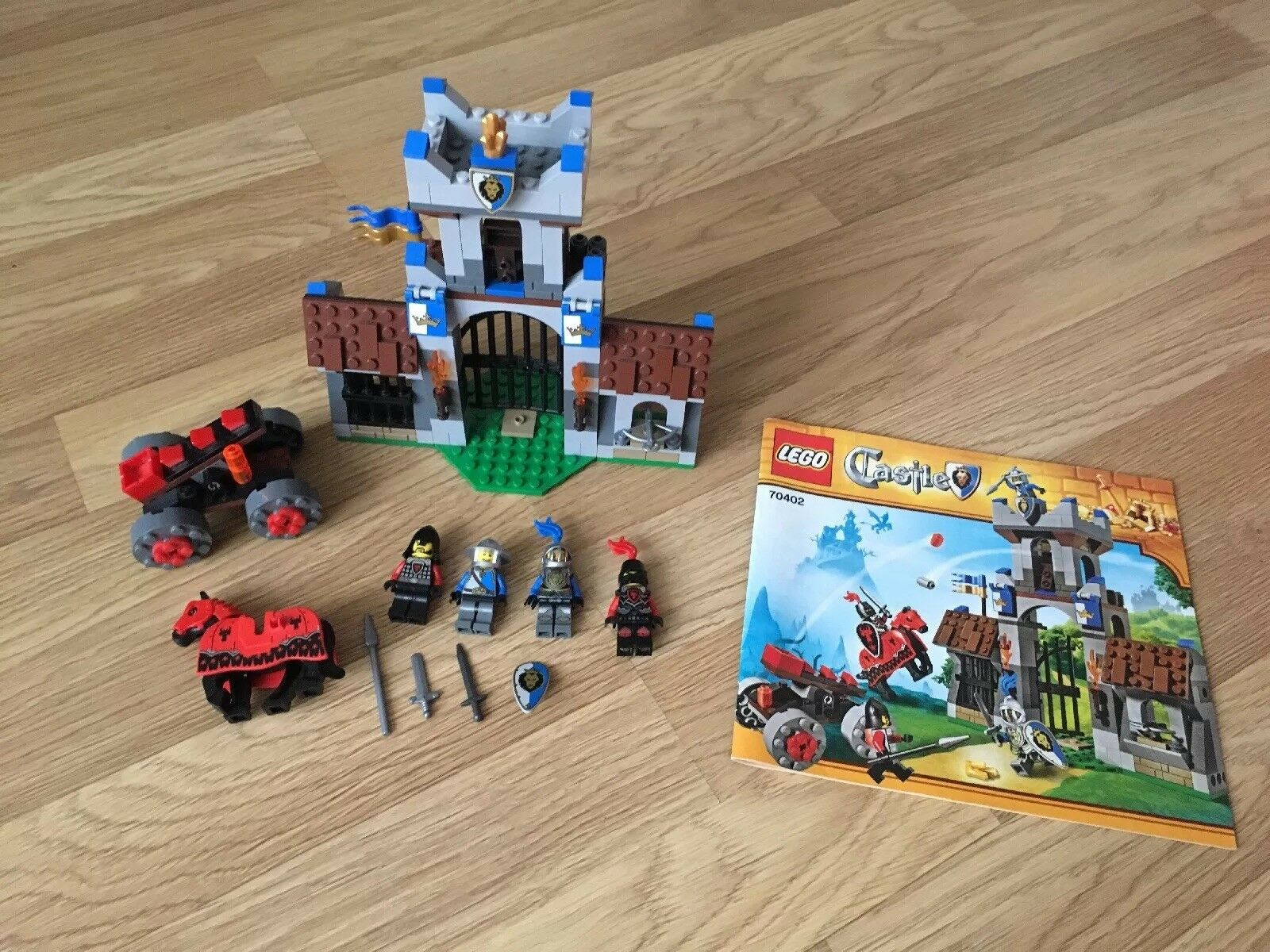 Lego Castle Gatehouse Raid Set No 70402 Complete