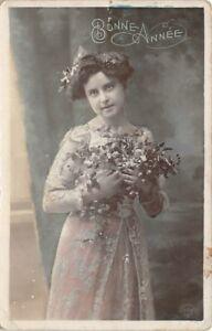 CARTOLINA-foto-artistica-Buon-Anno-jeune-bambina-con-dei-fiori