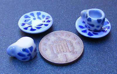 1:12 Scala 2 Blue & White In Ceramica Tazze E Piattini Tumdee Casa Delle Bambole Tè B58-mostra Il Titolo Originale Lasciamo Che Le Nostre Merci Vadano Al Mondo