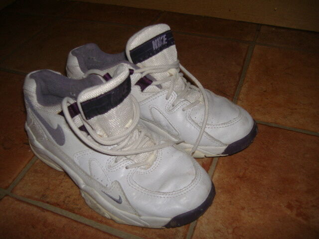 NIKE AIR CROSS TRAINING TRAINERS, SIZE G/C,DESIGNER NIKE TRAINERS