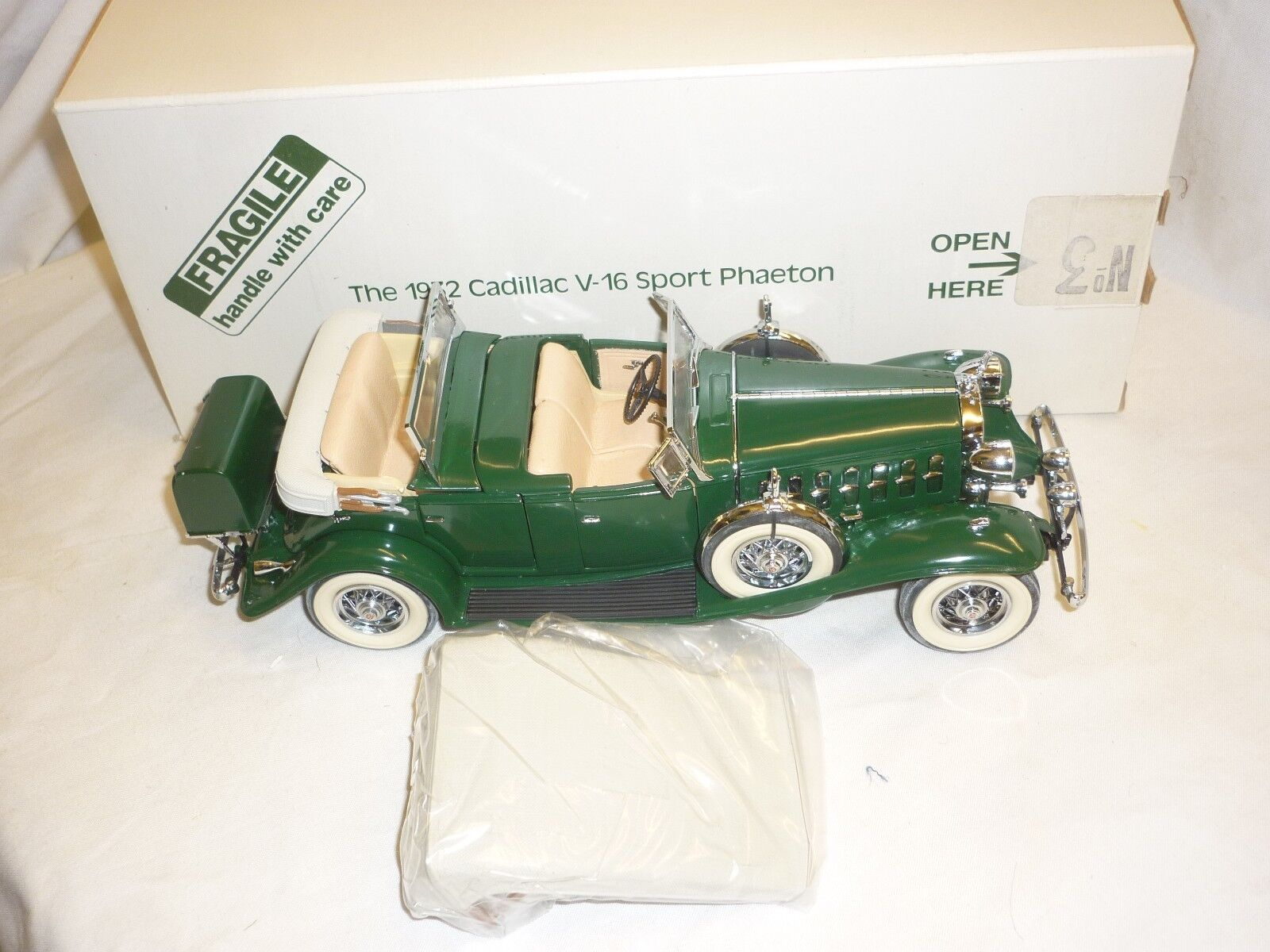 Un Danbury Comme neuf scale model of a 1923 ILLAC V16 Phaeton. Boxed