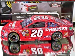 MATT-KENSETH-2013-KANSAS-WINNER-HUSKY-RACED-VERSION-1-24-SCALE-ACTION-DIECAST